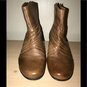 Cobb Hill-NEW Leather upper light brown boot.